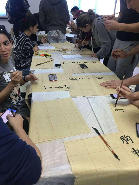 想知道汉语学习班的优势来早安汉语吧