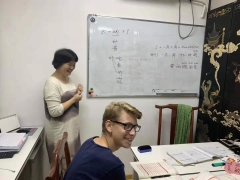 教外国人学中文的网站哪里更专业呢